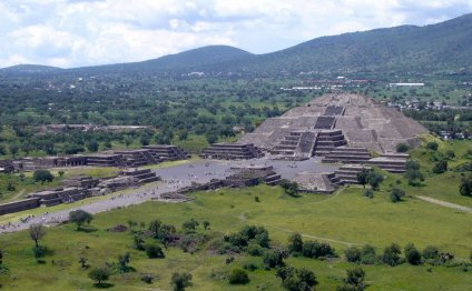 Teotihuacan pyramid of the